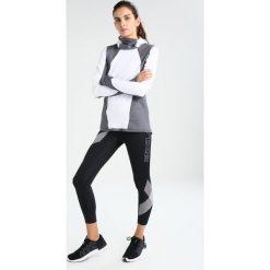 Under Armour REACTOR RUN BALACLAVA Koszulka sportowa white. Białe bluzki sportowe damskie marki Under Armour, xs, z elastanu. W wyprzedaży za 377,10 zł.