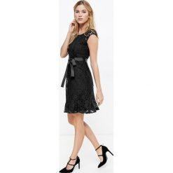 Sukienki: Koronkowa sukienka