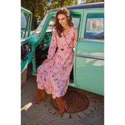Sukienka midi z paskiem l286. Różowe sukienki na komunię marki numoco, l, z dekoltem w łódkę, oversize. Za 249,00 zł.