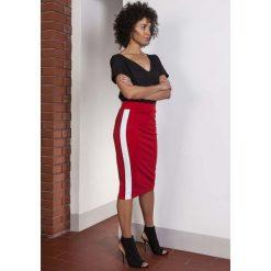 Spódniczki: Czerwona Ołówkowa Spódnica Midi z Lampasami