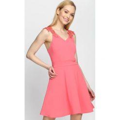 Sukienki: Koralowa Sukienka Tiana