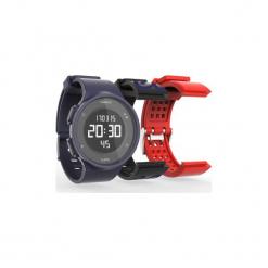 Zestaw zegarek do biegania ze stoperem W500+2 paski. Czarne zegarki damskie KALENJI, ze stali. Za 79,99 zł.