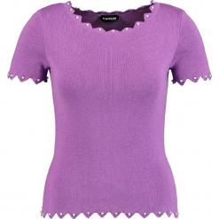 Koszulka w kolorze fioletowym. Fioletowe t-shirty damskie marki Taifun, prążkowane, z okrągłym kołnierzem. W wyprzedaży za 108,95 zł.
