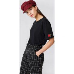 NA-KD T-shirt Rose Sleeve Embroidery - Black. Szare t-shirty damskie marki NA-KD, z bawełny, z podwyższonym stanem. Za 60,95 zł.