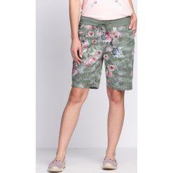 Zielone Szorty Shimmering Blush. Różowe szorty damskie Born2be. Za 39,99 zł.