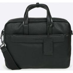 Calvin Klein - Torba. Czarne torby na laptopa Calvin Klein, w paski, z materiału. W wyprzedaży za 569,90 zł.