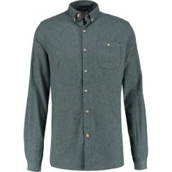 Knowledge Cotton Apparel SLIM FIT Koszula green gables. Zielone koszule męskie na spinki Knowledge Cotton Apparel, m, z bawełny. Za 399,00 zł.