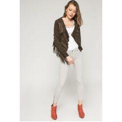Answear - Jeansy. Szare jeansy damskie ANSWEAR, z bawełny, z obniżonym stanem. W wyprzedaży za 99,90 zł.