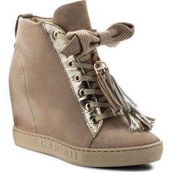Sneakersy CARINII - B4401 504-J16-000-B88. Brązowe sneakersy damskie Carinii, z nubiku. W wyprzedaży za 289,00 zł.