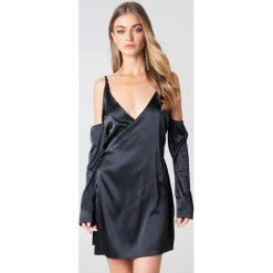 Lioness Sukienka z odkrytymi ramionami - Black. Niebieskie sukienki z falbanami marki Reserved, z odkrytymi ramionami. W wyprzedaży za 72,89 zł.