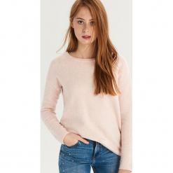 Sweter z wiązaniem na plecach - Różowy. Czerwone swetry klasyczne damskie marki Sinsay, l, z dekoltem na plecach. Za 59,99 zł.