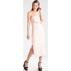 Długie sukienki: Cameo Collective LOVE LIKE THIS  Długa sukienka blush