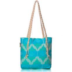 """Torba plażowa """"Ripple"""" w kolorze błękitno-zielonym - 40 x 50 cm. Niebieskie shopper bag damskie Begonville, z bawełny. W wyprzedaży za 108,95 zł."""