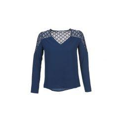 Bluzki Betty London  DHOPE. Niebieskie bluzki damskie marki Betty London, l. Za 104,30 zł.