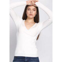 Swetry klasyczne damskie: Biały Sweter Observant