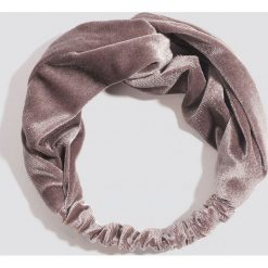 NA-KD Accessories Aksamitna opaska do włosów - Pink. Różowe ozdoby do włosów NA-KD Accessories. W wyprzedaży za 28,67 zł.