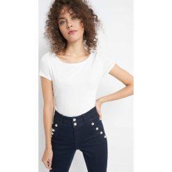 T-shirt z krótkim rękawkiem. Brązowe t-shirty damskie marki Orsay, s, z dzianiny. Za 24,99 zł.