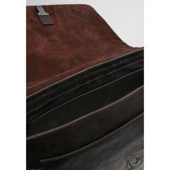 Strellson Torba na ramię dark brown. Brązowe torby na ramię męskie marki Kazar, ze skóry, przez ramię, małe. Za 409,00 zł.