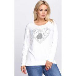 Biała Bluzka Awareness. Białe bluzki longsleeves marki Born2be, xl, z aplikacjami, z okrągłym kołnierzem. Za 39,99 zł.