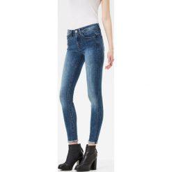 G-Star Raw - Jeansy. Niebieskie jeansy damskie rurki marki G-Star RAW, z bawełny, z podwyższonym stanem. W wyprzedaży za 379,90 zł.