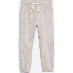 Blu Kids - Spodnie dziecięce 98-128 cm (2-pack). Szare spodnie chłopięce Blukids, z bawełny. W wyprzedaży za 39,90 zł.