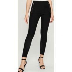 Spodnie tregginsy z zamkami - Czarny. Czarne legginsy marki Sinsay, l. Za 59,99 zł.