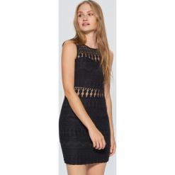 Ażurowa sukienka - Czarny. Czarne sukienki marki Cropp, l, w ażurowe wzory. Za 89,99 zł.