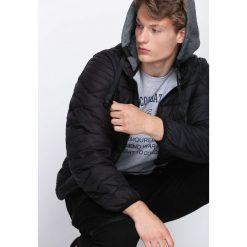 Czarna Kurtka Over My Head. Czarne kurtki męskie pikowane marki Born2be, m, z nadrukiem, z dresówki, z kapturem. Za 74,99 zł.