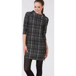 Sukienki: Sukienka w nowoczesną kratę