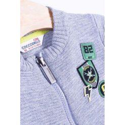 Coccodrillo - Sweter dziecięcy 92-122 cm. Białe kardigany męskie marki COCCODRILLO, m, z bawełny, z okrągłym kołnierzem. Za 79,90 zł.