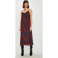 Tommy Hilfiger - Sukienka. Szare sukienki balowe marki TOMMY HILFIGER, z materiału, na ramiączkach, mini, plisowane. Za 1199,00 zł.
