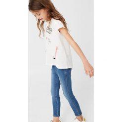 Mango Kids - Jeansy dziecięce Rosannah 110 cm. Fioletowe jeansy dziewczęce marki OLAIAN, z elastanu, sportowe. W wyprzedaży za 29,90 zł.