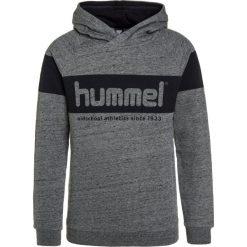 Hummel BILL Bluza z kapturem medium melange. Szare bluzy chłopięce rozpinane marki Hummel, z bawełny, z kapturem. W wyprzedaży za 167,20 zł.