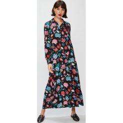 Answear - Sukienka Falling In Autumn. Szare długie sukienki marki ANSWEAR, na co dzień, l, z materiału, casualowe, z długim rękawem, proste. W wyprzedaży za 99,90 zł.