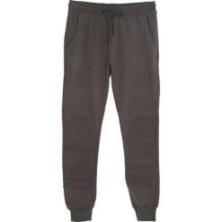 Ciemnozielone Spodnie Dresowe High On the Hog. Czarne spodnie dresowe męskie marki Born2be, l, z aplikacjami, z dresówki. Za 54,99 zł.