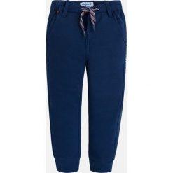 Mayoral - Spodnie dziecięce 92-134 cm. Niebieskie chinosy chłopięce Mayoral, z bawełny. Za 84,90 zł.