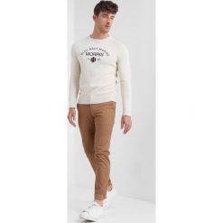 Morris THOMSON ONECK Sweter off white. Białe swetry klasyczne męskie Morris, m, z bawełny. Za 539,00 zł.