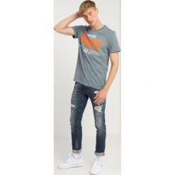 Superdry Jeansy Slim Fit factory repair. Niebieskie jeansy męskie relaxed fit Superdry, z bawełny. Za 429,00 zł.