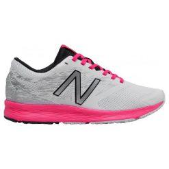 New Balance Buty Sportowe wflshlw1. Czerwone buty do biegania damskie marki New Balance, z gumy. W wyprzedaży za 209,00 zł.