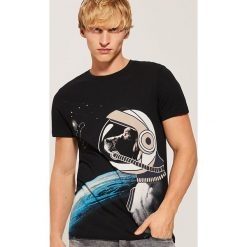T-shirt z kosmicznym psem - Czarny. Czarne t-shirty męskie House, l. Za 49,99 zł.