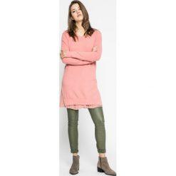 Silvian Heach - Sweter. Różowe swetry klasyczne damskie marki Silvian Heach, m, z dzianiny, z włoskim kołnierzykiem. W wyprzedaży za 319,90 zł.