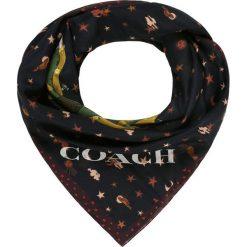 Coach COACH REXY PATCHWORK Chusta black multicoloured. Czarne chusty damskie marki Coach. Za 739,00 zł.