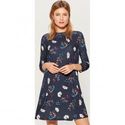 Sukienka mini w kwiaty - Niebieski. Czerwone sukienki mini marki Mohito, l, w koronkowe wzory. Za 119,99 zł.