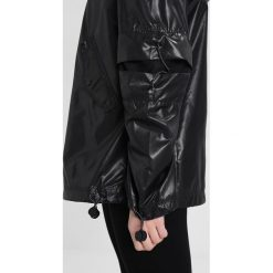 Kurtki damskie softshell: Ivy Park WET LOOK UP JACKET Wiatrówka black
