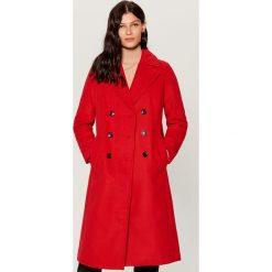 Dwurzędowy płaszcz - Czerwony. Czerwone płaszcze damskie marki Mohito. Za 299,99 zł.