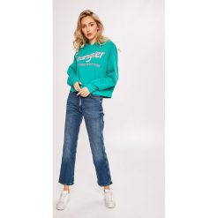 Wrangler - Bluza. Szare bluzy z kapturem damskie marki Wrangler, na co dzień, m, z nadrukiem, casualowe, z okrągłym kołnierzem, mini, proste. Za 239,90 zł.