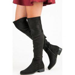 CZARNE MUSZKIETERKI NA PŁASKIM OBCASIE. Czarne buty zimowe damskie Forever Folie, na płaskiej podeszwie. Za 127,90 zł.