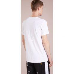 T-shirty męskie z nadrukiem: The Editor STAR STITCH TEE Tshirt z nadrukiem white