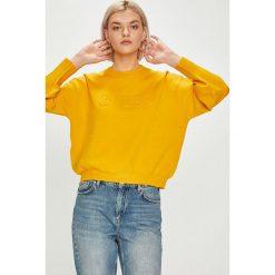 Guess Jeans - Sweter. Niebieskie swetry klasyczne damskie marki Guess Jeans, z obniżonym stanem. Za 399,90 zł.