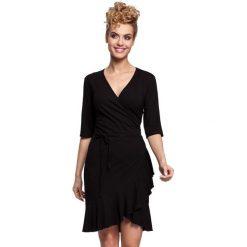 Sukienki hiszpanki: Czarna Sukienka Kopertowa z Falbanką